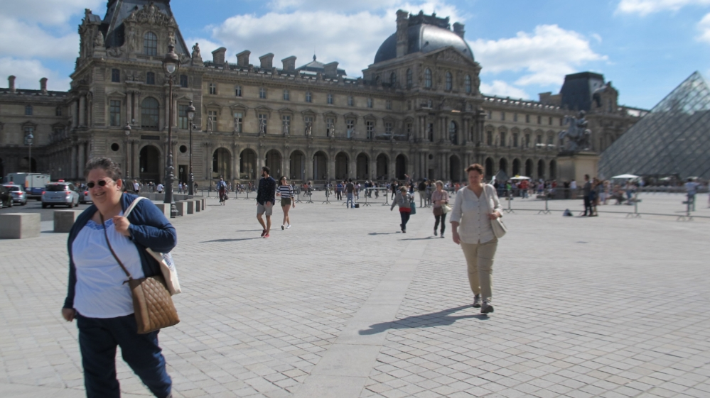 Guests meandering past the Louvre on the way to the Tuileries and the Orangerie Museum. Photo Travellati Tours.