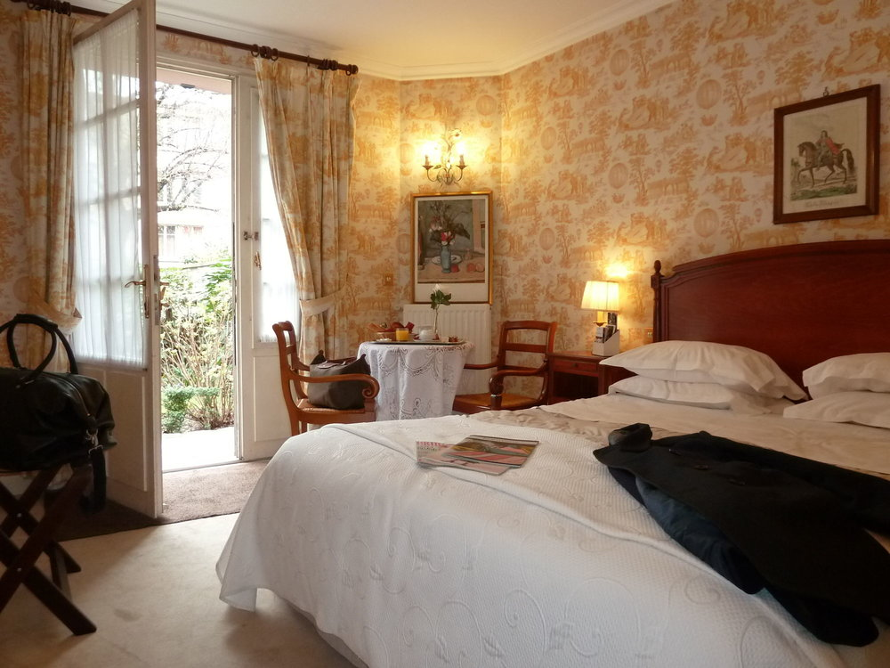 Romantic double room in our hotel in Paris.