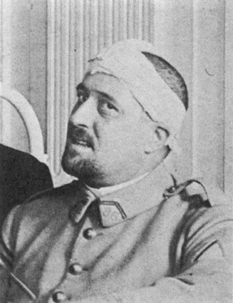 Apollinaire after the war with bandaged head.