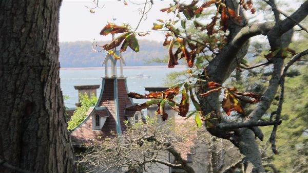 View of Washington Irving's home  Sunnyside  with the Hudson River in the background.   Photo Travellati Tours.
