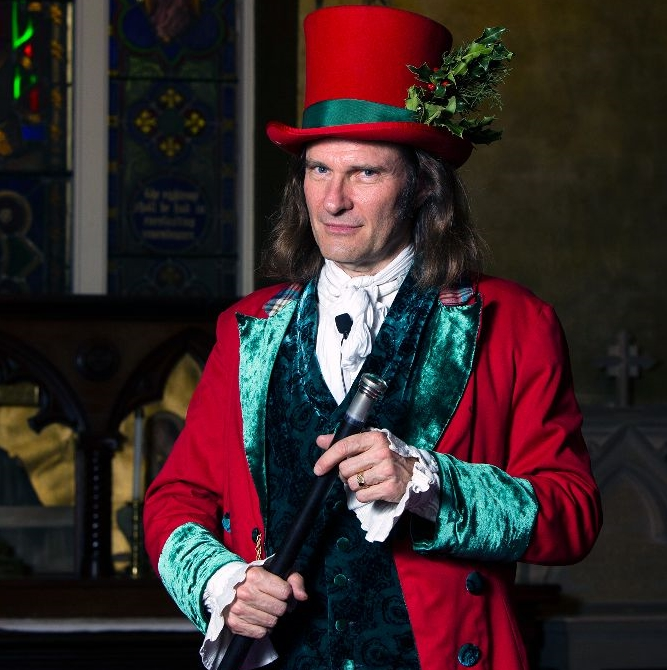 Jonathan Kruk performing Dickens's Christmas Carol at The Old Dutch Church in Sleepy Hollow New York cropped 2.jpg