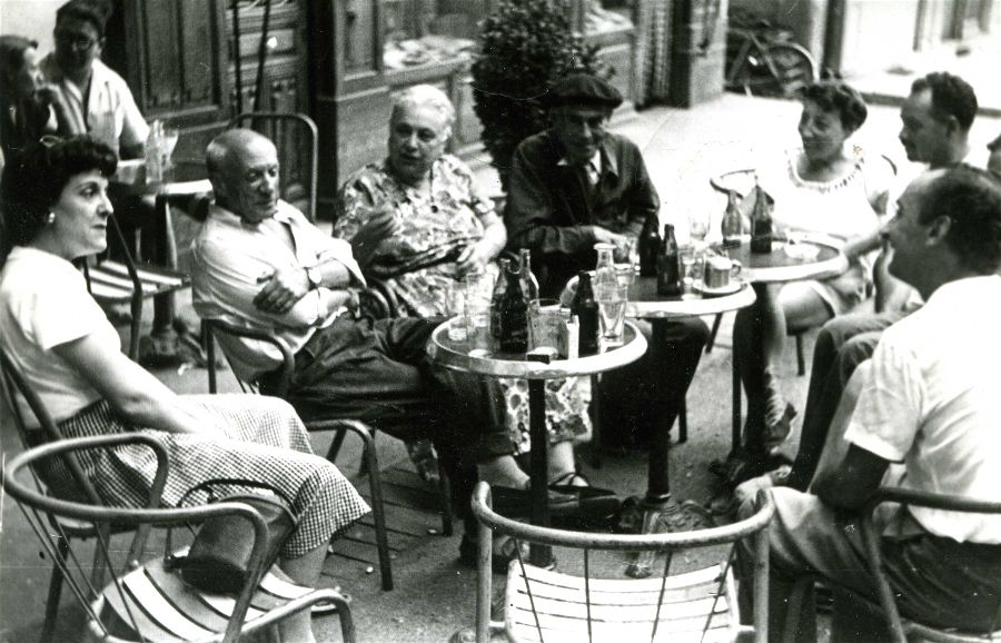 Picasso at the Grand Café in Céret on the occasion of the opening of the Modern Art Museum. Courtesy Michel-Georges Bernard, Wikimedia Commons.