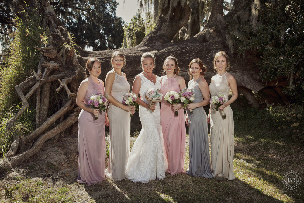 09-bridesmaids-tree-pink-flowers-wedding-jarstudio.JPG
