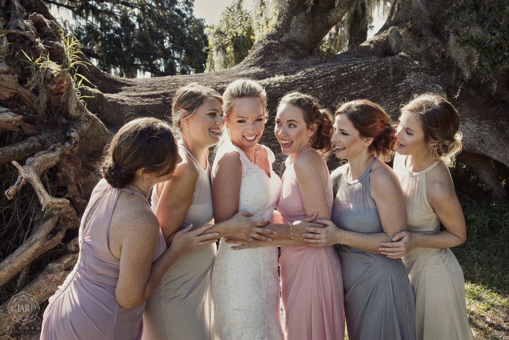 10-bridesmaids-park-fun-pastel-colors-wedding-jarstudio.JPG