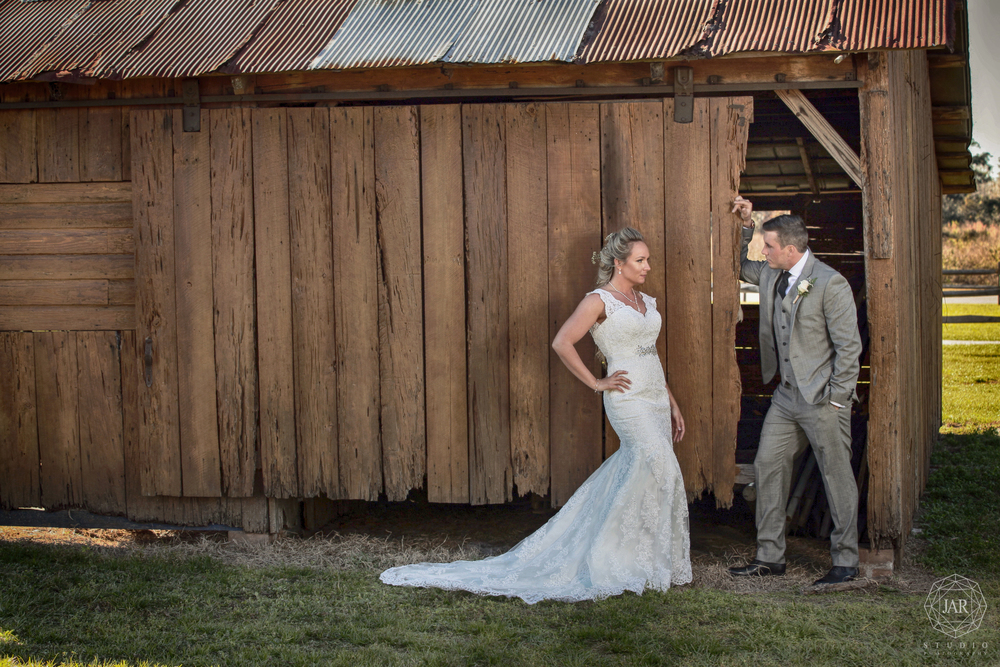 24-barn-rustic-wedding-orlando-bride-groom-jarstudio.JPG