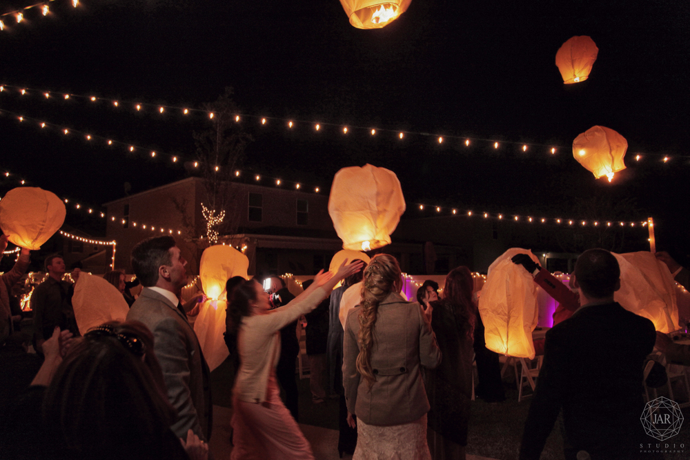56-wedding-lanterns-flying-lights-jarstudio.JPG