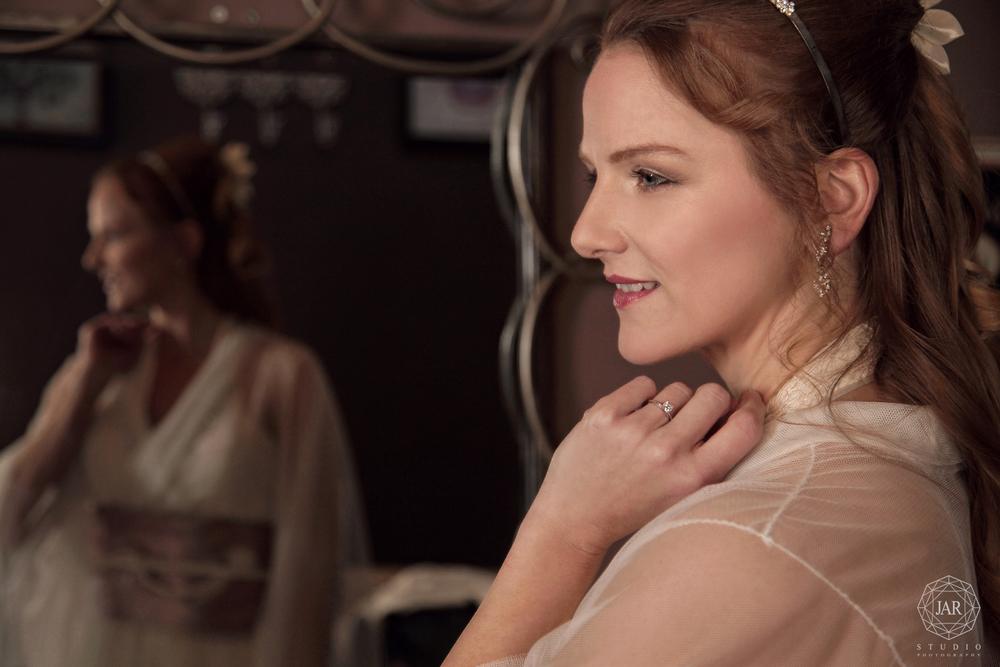 02-kimono-wedding-dress-bride-portrait-jarstudio.JPG