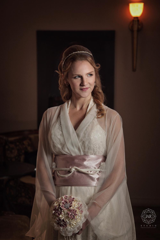 04-kimono-wedding-dress-couture-white-pink-bouquet-bride-jarstudio.JPG
