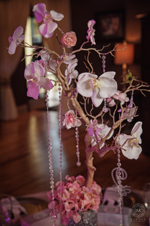 17-wedding-flower-center-pieces-gorgeous-jarstudio-photography.JPG