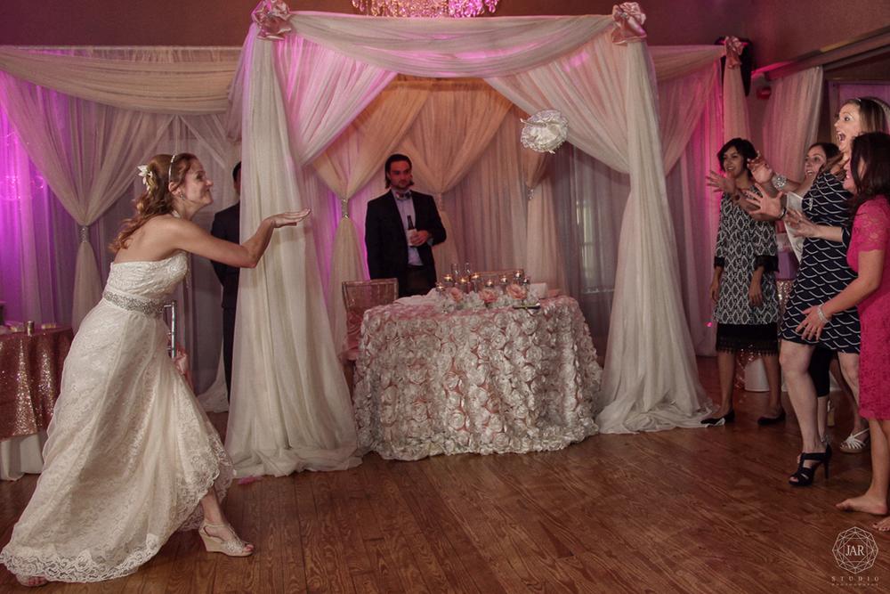 22-fun-wedding-reception-jarstudio-photography.JPG