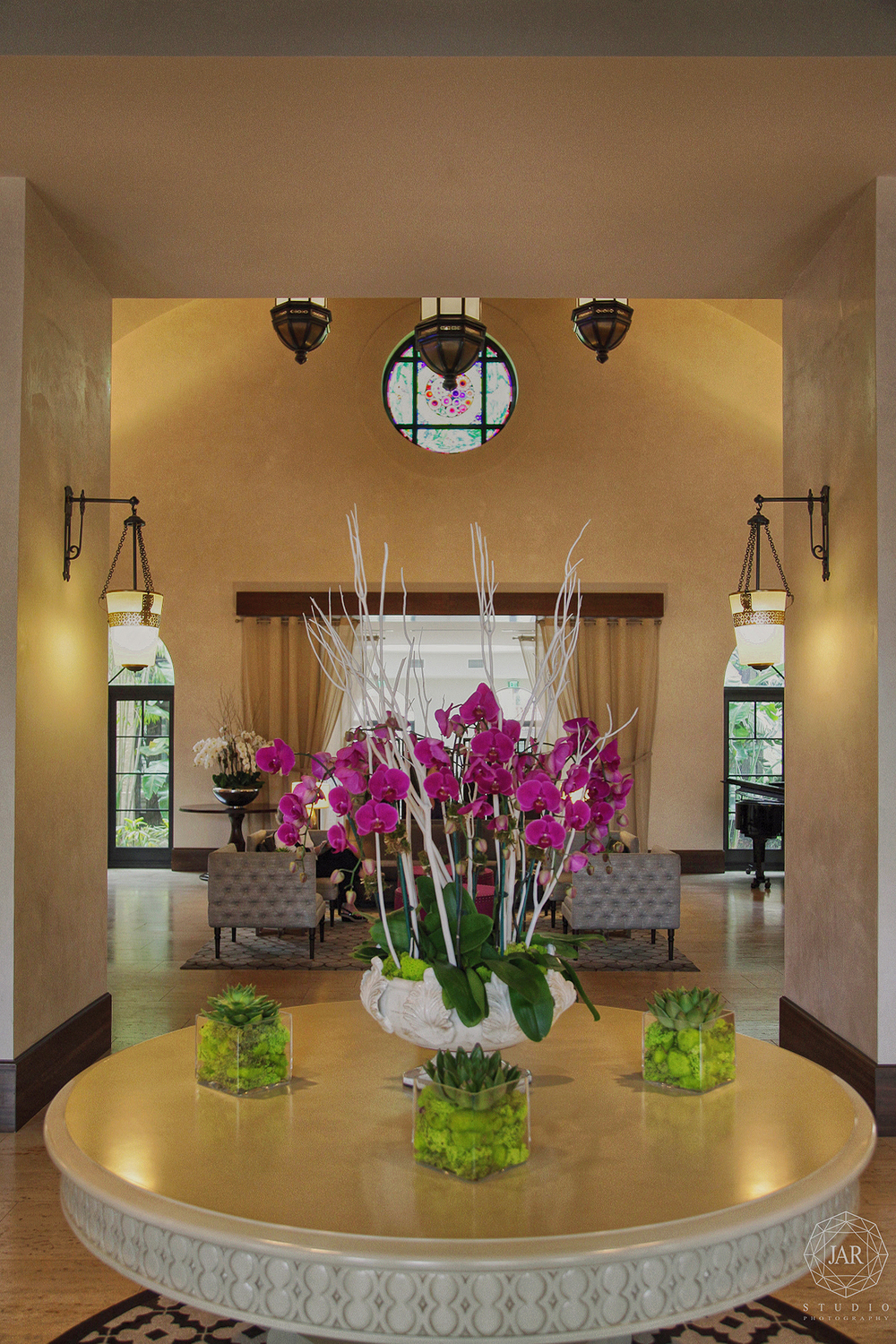 02-alfond-inn-wedding-events-decorating-flowers-jarstudio.JPG