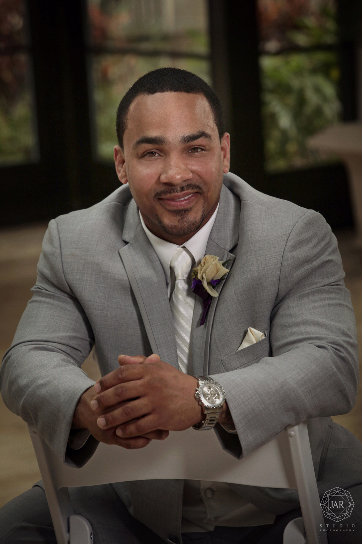 08-groom-gray-tuxedo-alfond-inn-jarstudio.JPG