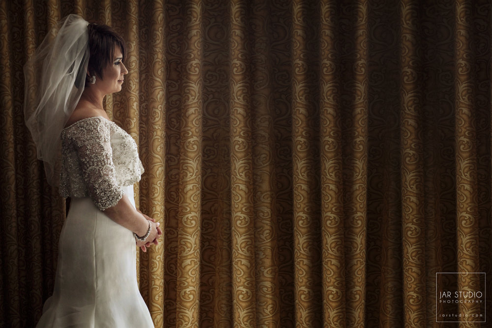 05-bride-dress-veil-hotel-jar-studio-photography.JPG
