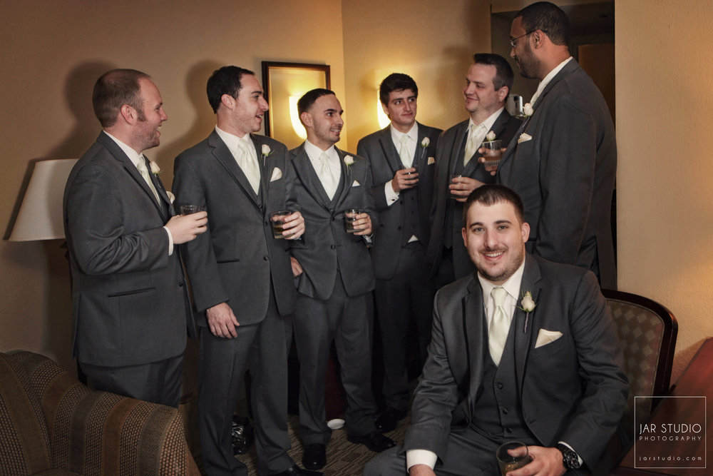 10-groom-groomsmen-fun-jarstudio-photography-orlando.jpg