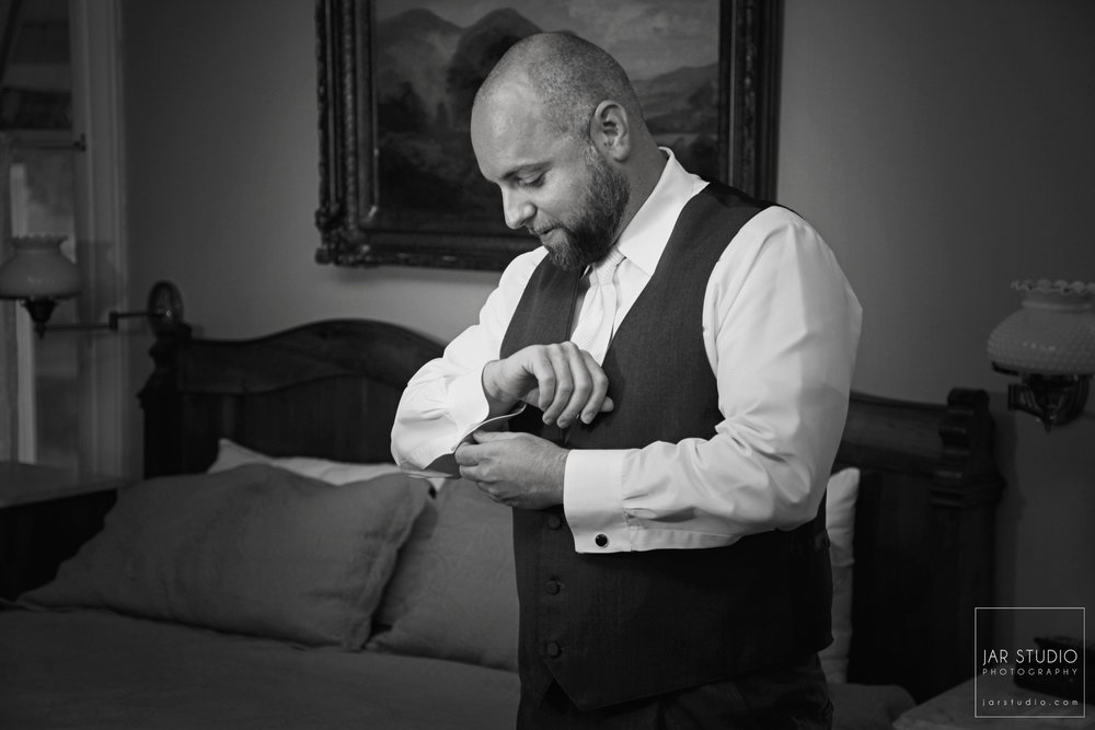 07-elegant-dr-phillips-house-groom-jarstudio-photography.JPG