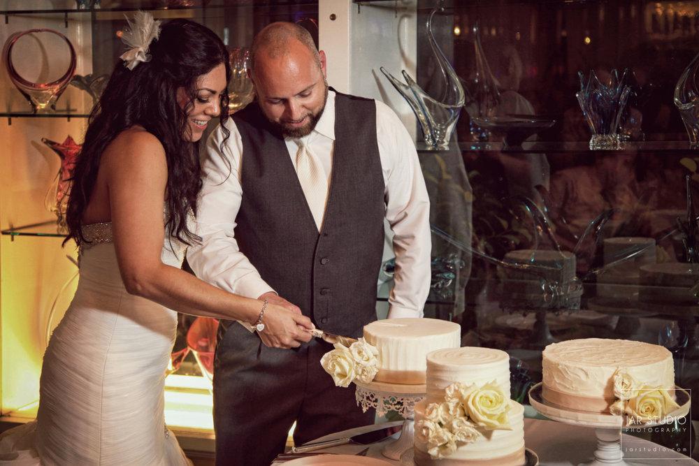 28-wedding-cake-dr-phillips-house-jarstudio-photography.JPG