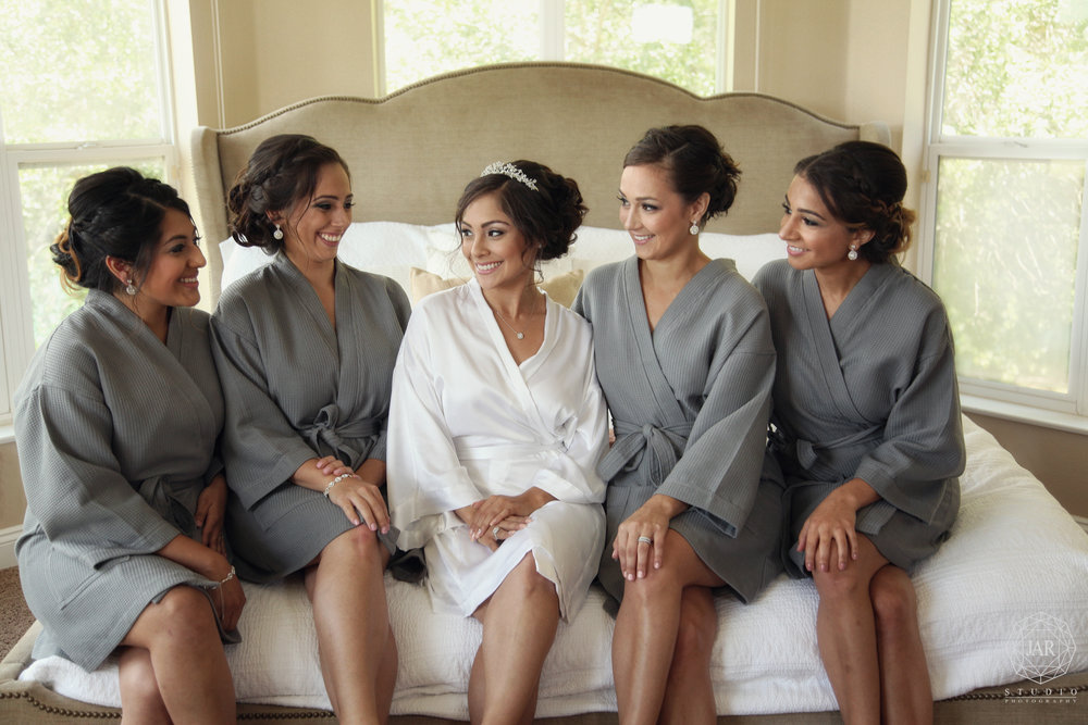 09-bridesmaids-gray-waffle-robes-jarstudio-orlando-photographer.JPG