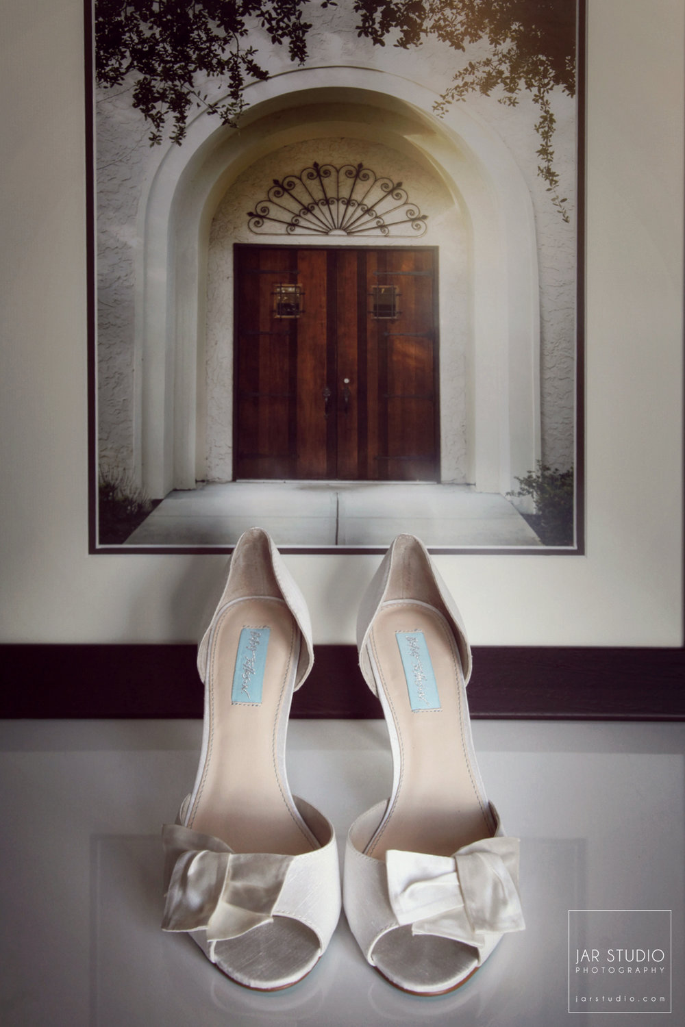 04-wedding-shoes-rollins-alfond-inn-jarstudio-photography.JPG