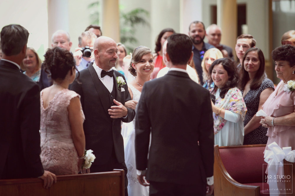 10-orlando-weddings-walking-down-the-aisle-first-look-jarstudio-photography.JPG