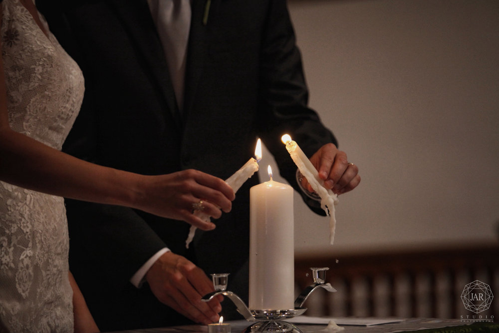 24-candle-ceremony-beautiful-lighting-church-jarstudio-wedding-photographer.JPG