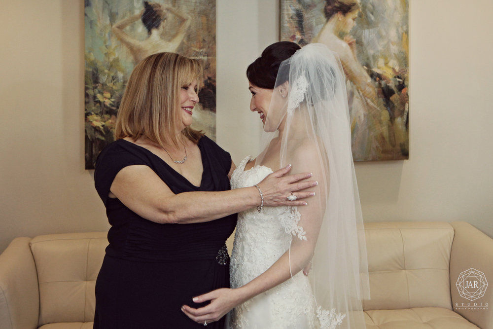 06-bride-mom-moment-jarstudio-photography-fl.JPG