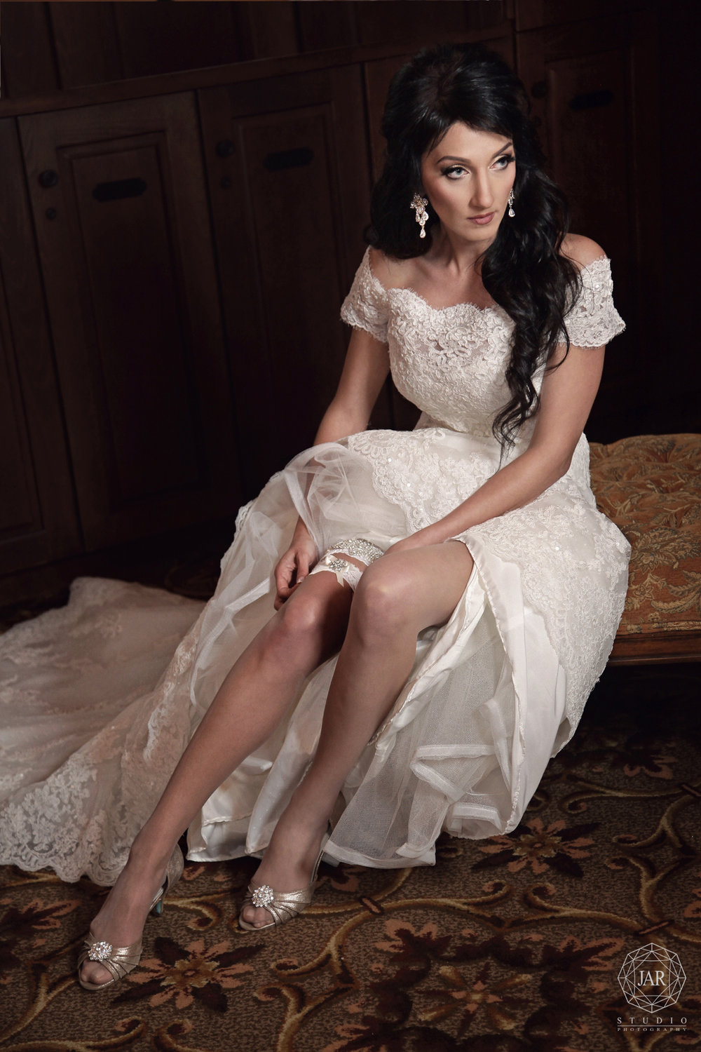 14-elegant-bride-dress-jarstudio-photography-bella-collina.JPG