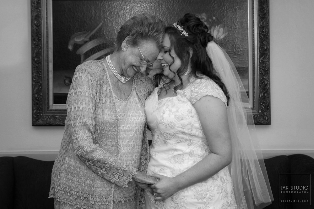 06-bride-grandmother-special-moment-orlando-wedding-photographer.JPG