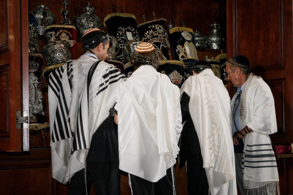 17-synagogue-stuning-torah-orlando-jewish-community-photographer.JPG