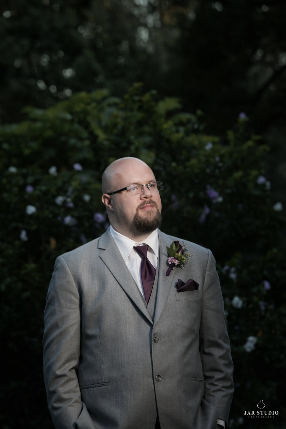 05-groom-garden-portrait-orlando-jarstudio-wedding-photographer.JPG