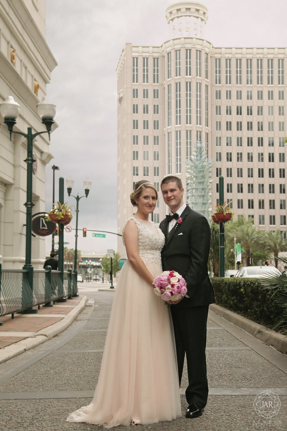 42-bride-groom-downtown-orlando-jarstudio-photography.JPG