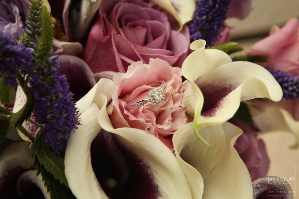 02-wedding-ring-flowers-beautiful-color-palette-jarstudio-wedding-photographer.JPG