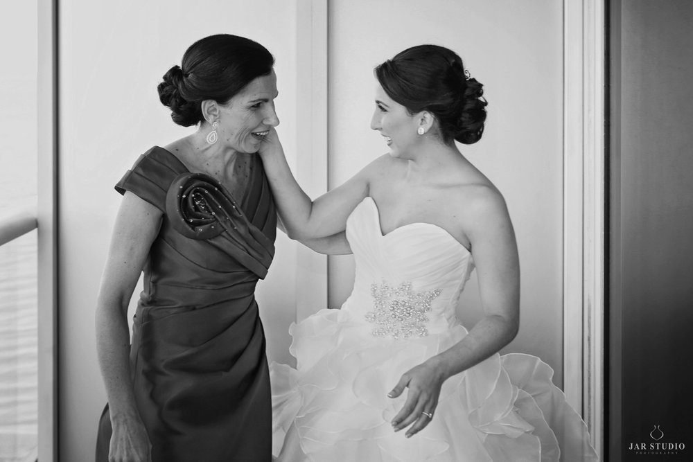07-bride-mother-moment-jarstudio-photography-orlando.JPG