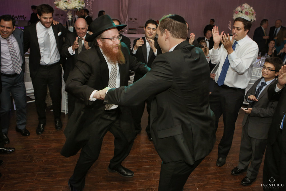 30-horah-dance-rabbi-wedding-photography-jarstudio.JPG