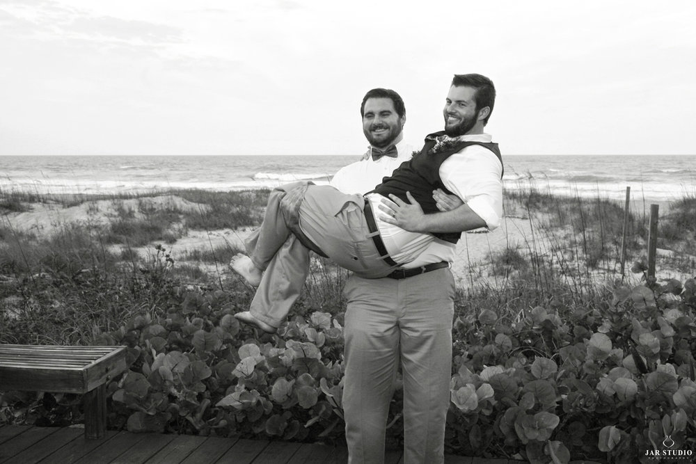 12-day-of-wedding-fun-guys-orlando-photographer-jar.JPG