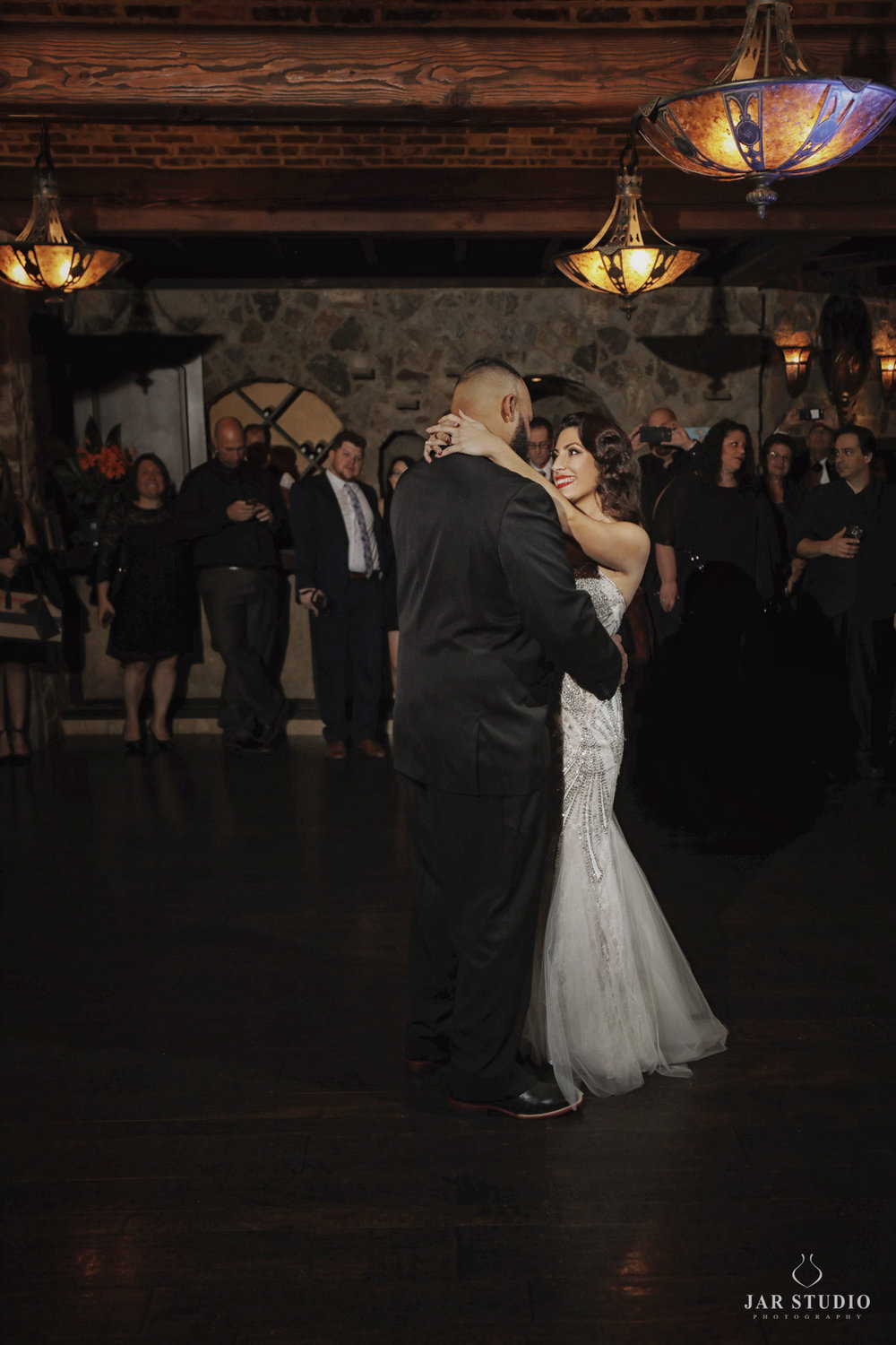 38-first-dance-romantic-bella-collina-photographer-jarstudio.jpg