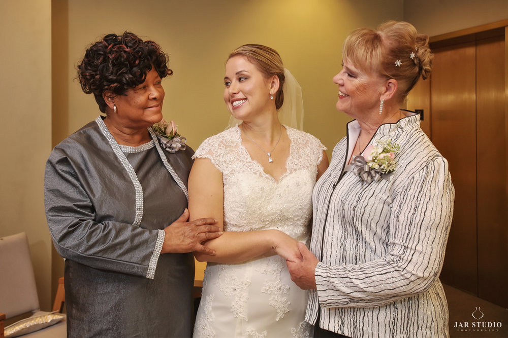 08-mothers-wedding-day-moment-jarstudio.jpg