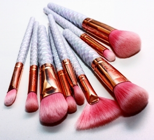 Sitara Brushes' 9-Piece Luxury Peach Aurora Borealis Brush Set ( ≈ $31.69)