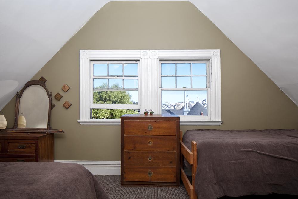 Dorm-window_5140__01.jpg