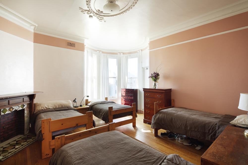 bedroom1_horiz__01.jpg