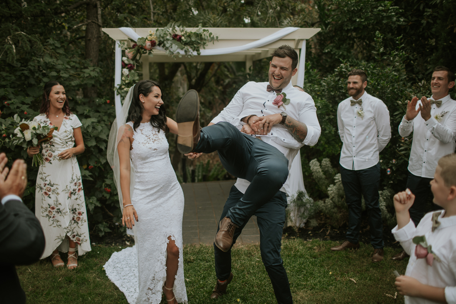 Your Complete Guide to Planning an Awesome Backyard Wedding - Your Complete Guide To Planning An Awesome Backyard Wedding — Unbridely