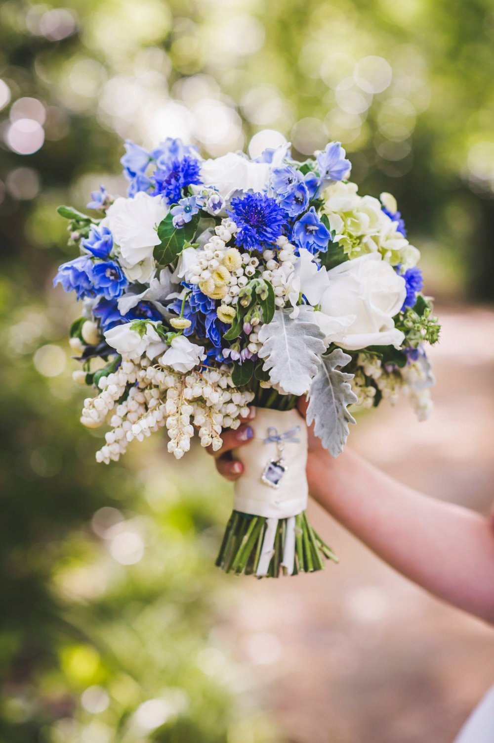 Round textured wedding bouquet - Unbridely