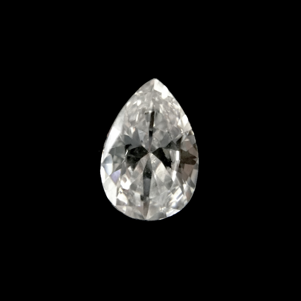 Pear Shape  Elegant and classic, the pear shape is a great option for vintage-inspired designs. The elongated shape of the diamond also ensures that it will look large when compared with other diamonds of the same carat weight.