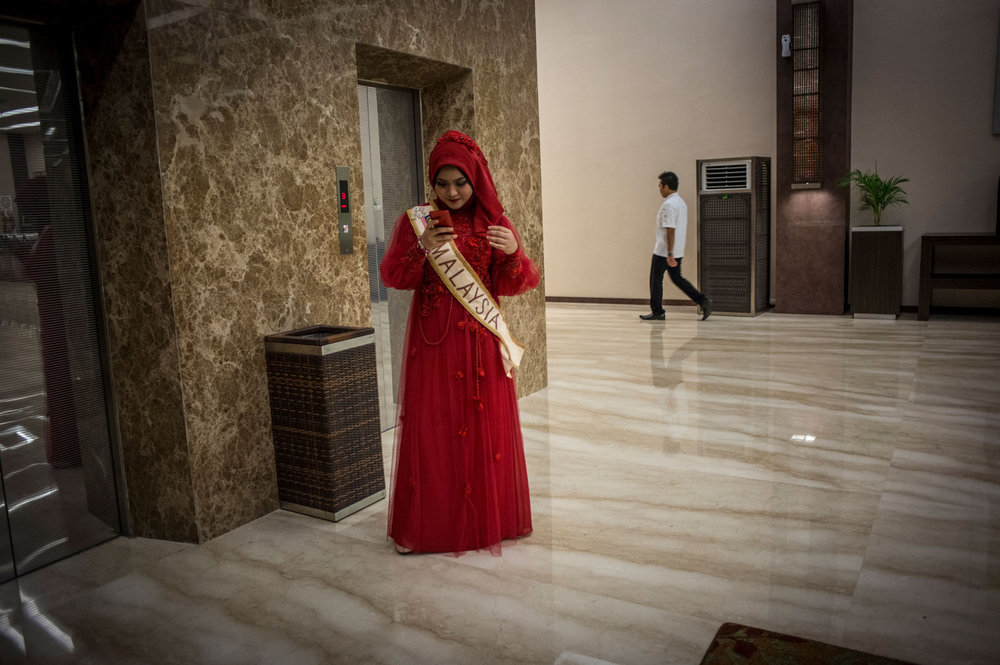 Nur Khairunnisa of Malaysia on the elevator before the ball on November 19th, 2014 in Yogakarta, Indonesia.