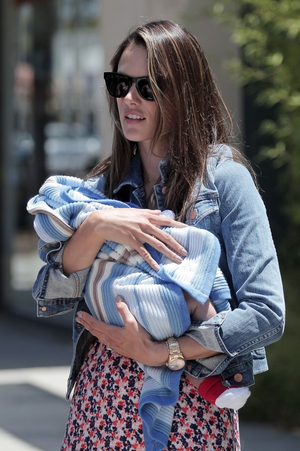 Shout out to Brazil! Check out this awesome write-up about Westward Leaning at Jeitinho brasileiro na Alemanh, featuring photos of Alessandra Ambrosio many more celebs rocking their shades.