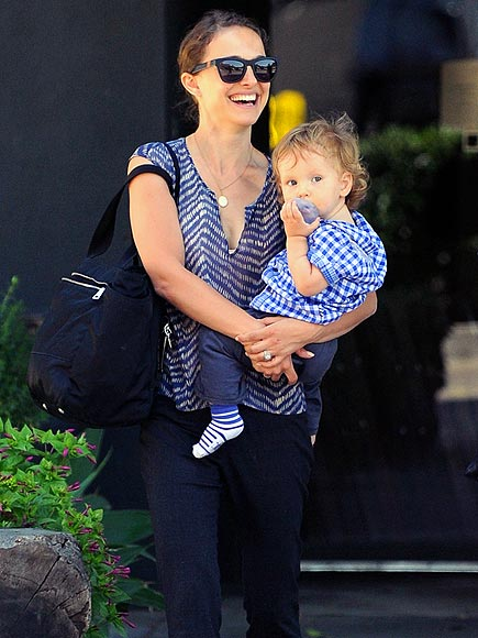 Natalie Portman wears Westward \ \ Leaning N°1 while out and about with her family. Read about it on people.com.