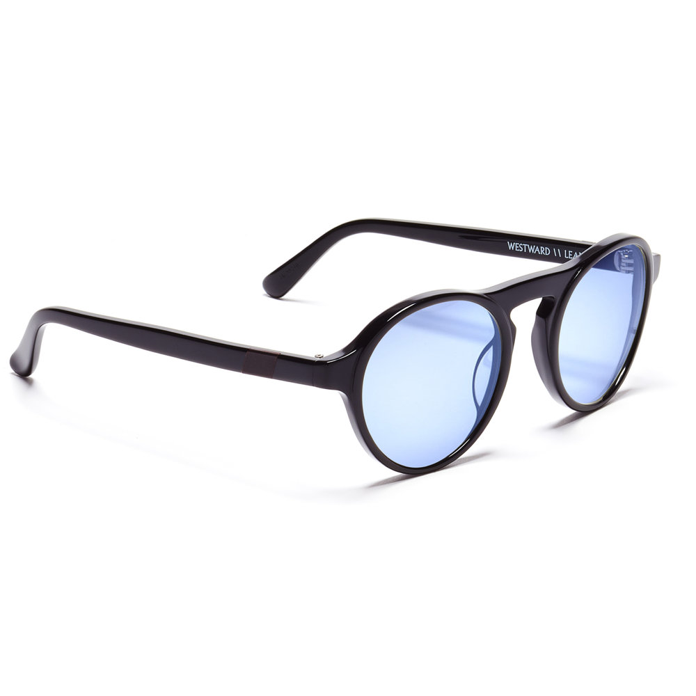 DYAD S.1 Lens: Navy Tint Frame: Black Shiny All SCL clips are designed to fit above the Dyad S.1 frame, which features navy tinted lenses with full UV protection, in the transparent hues of this season.