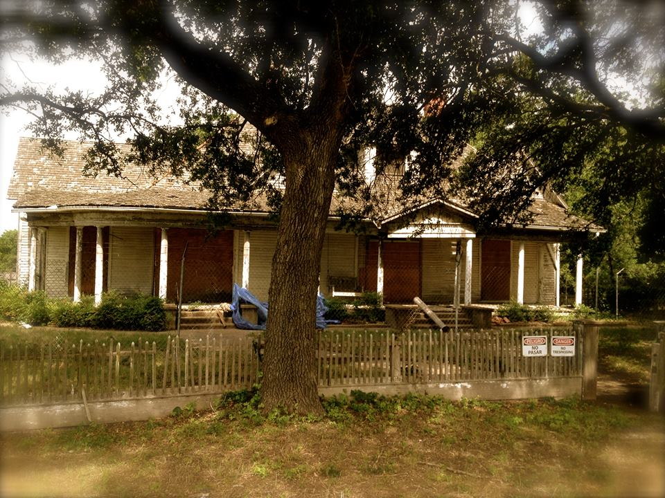Anderson House with original picket fence 2.jpg