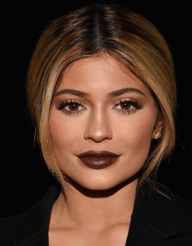 kylie-jenner-brown-lipstick-aw15-700x1050-e1449263208180.jpg