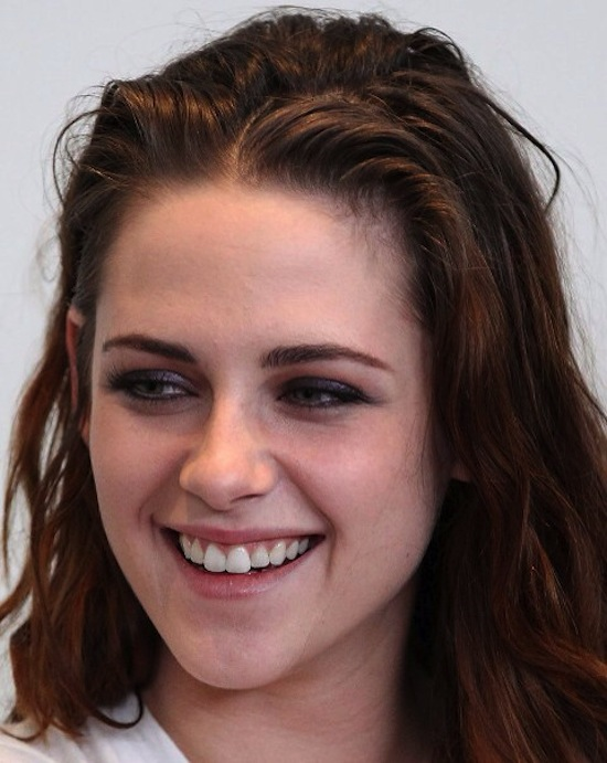 Kristen Stewart having an 'in-between-showers' day