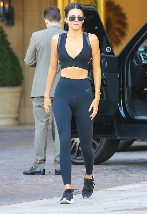 Kendall-Jenner-giving-us-serious-ab-envy-in-her-all-black-gym-gear.jpg